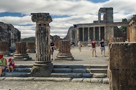 Поездка в древний город Помпеи