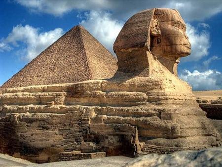 Пирамиды в Гизе и Сфинкс