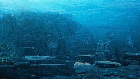 Подводные руины (Япония)