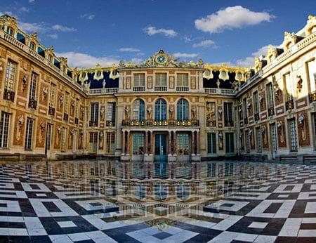 Версальский дворец популярен у туристов