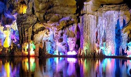 Подземное Озеро Пещеры Тростниковой Флейты